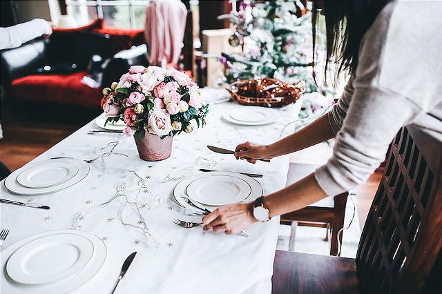 De etiquette als gastvrouw