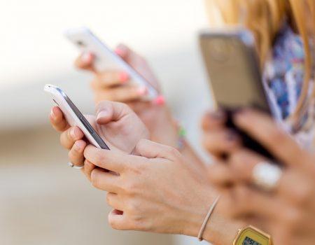 Deze apps maken het veiliger op de weg! Ook voor je tiener!