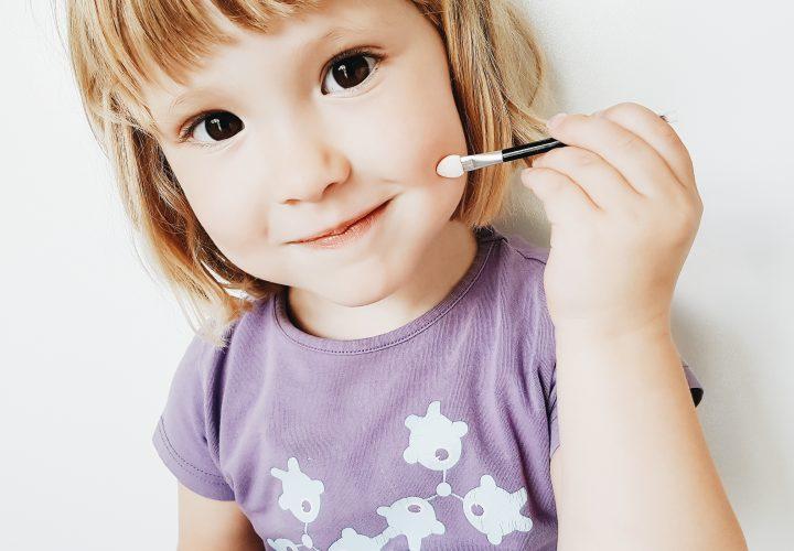 Webshoptip | Mini & Madam leert meisje (3) de beginselen van de make-up