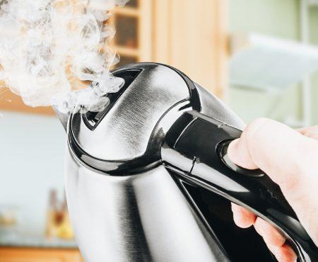 GASTBLOG | De waterkoker, energievreter? + hoe ontkalk je een waterkoker?