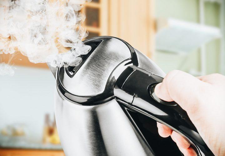 GASTBLOG   De waterkoker, energievreter? + hoe ontkalk je een waterkoker?