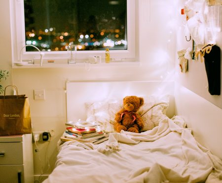 Een kinderkamer behangen? Lees eerst deze 12 onmisbare tips voor een geslaagde make-over!