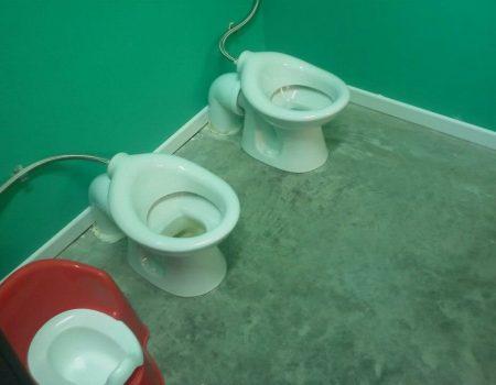 WC verstopt? Los het op in minder dan 20 minuten met soda en azijn