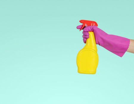 Glazen douchewanden schoonmaken en schoonhouden doe je met deze 3 tips
